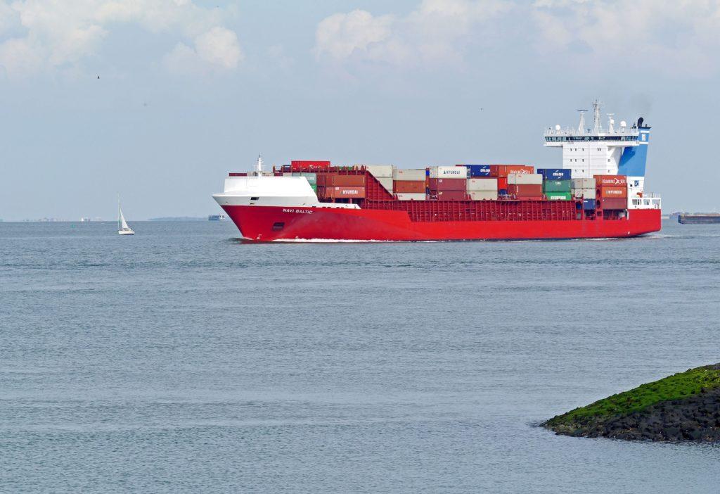 bateau conteneur transport maritime déménagement - DCF Mayotte